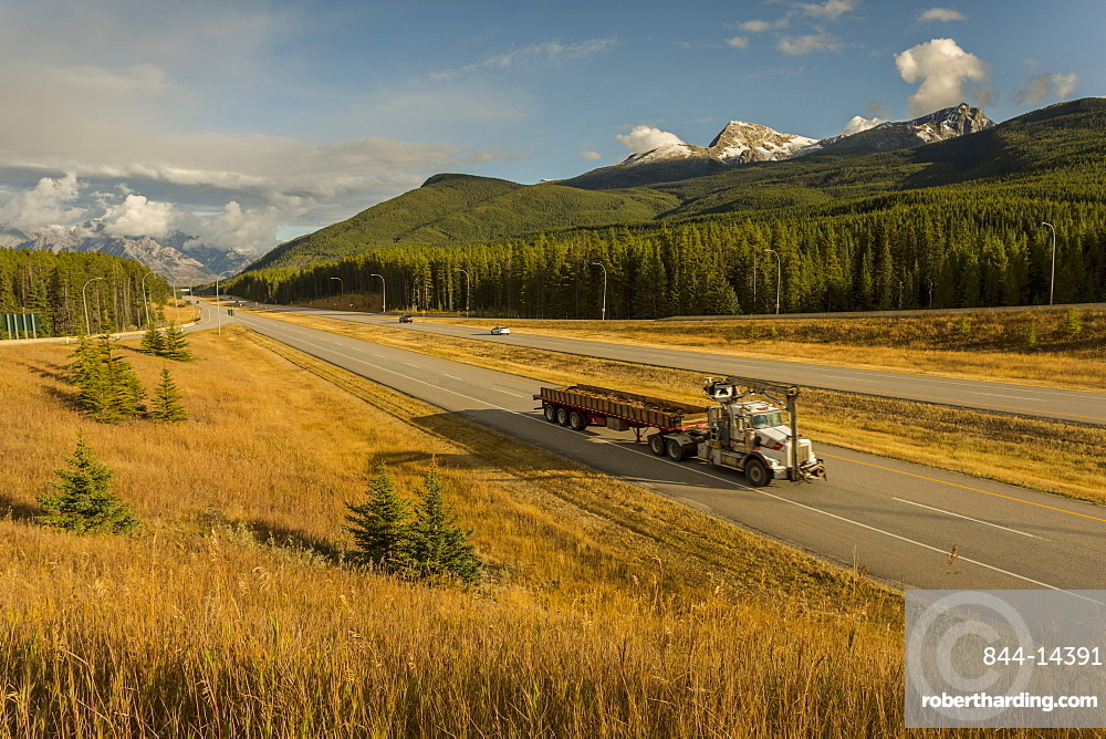 Traffic on Trans Canada Highway 1, Canadian Rockies, Banff National Park, UNESCO World Heritage Site, Alberta, Canada, North America