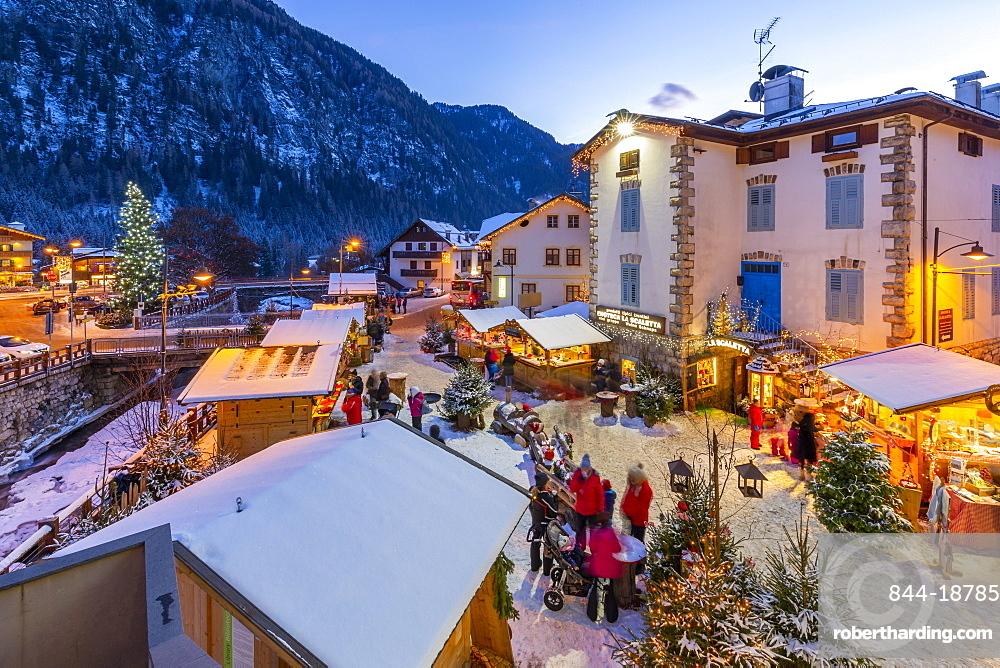 View of Christmas Market at dusk in Campitello di Fassa, Val di Fassa, Trentino, Italy, Europe