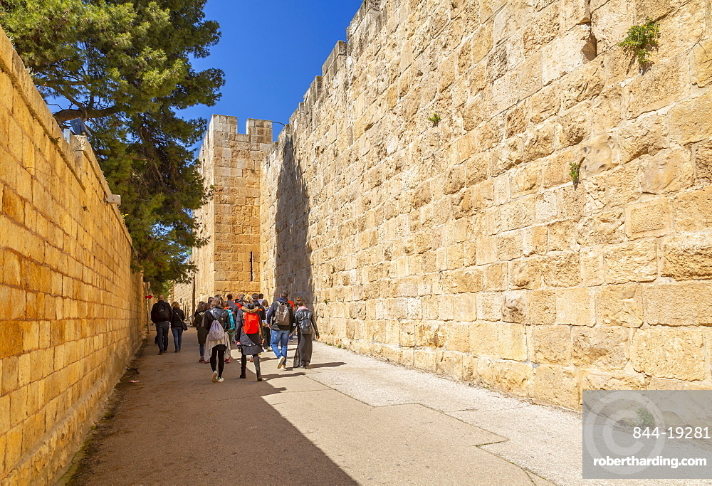 Tour group at Old City Wall, Old City, Old City, UNESCO World Heritage Site, Jerusalem, Israel, Middle East
