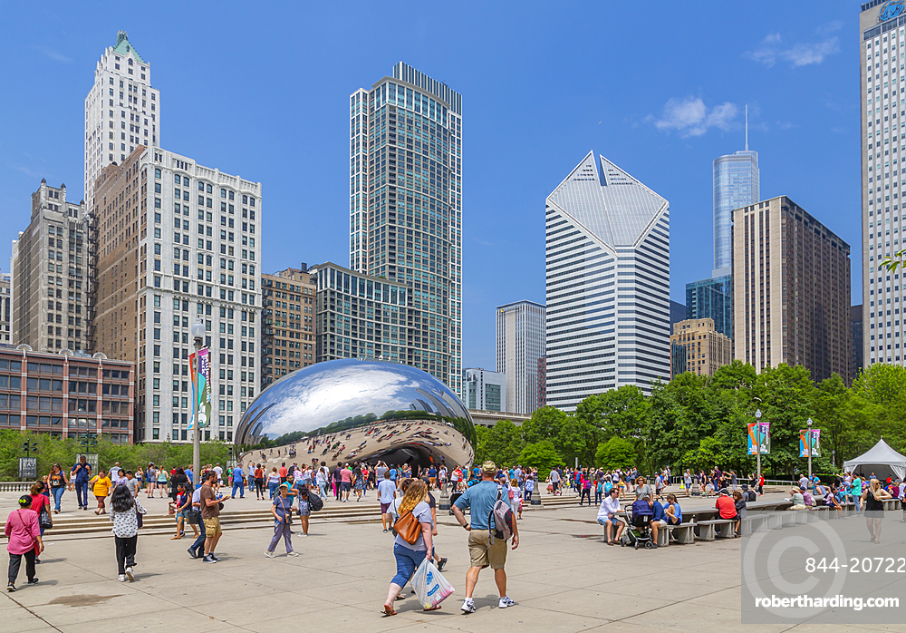 View of Cloud Gate, the Bean, Millenium Park, Downtown Chicago, Illinois, United States of America, North America