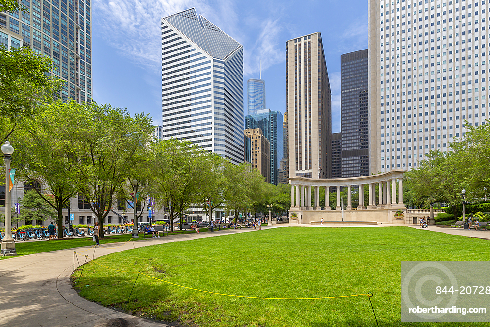 View of city skyscrapers, Millennium Monument in Wrigley Sqaure, Millenium Park, Downtown Chicago, Illinois, United States of America, North America