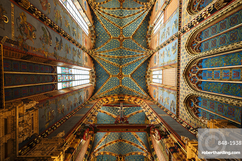 Interior of Saint Mary's Basilica (Bazylika Mariacka), UNESCO World Heritage Site, Krakow, Malopolskie, Poland, Europe