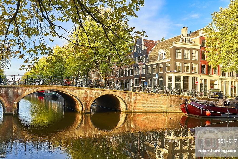 Houses and bridge where Keizersgracht meets Brouwersgracht in Amsterdam, Netherlands.