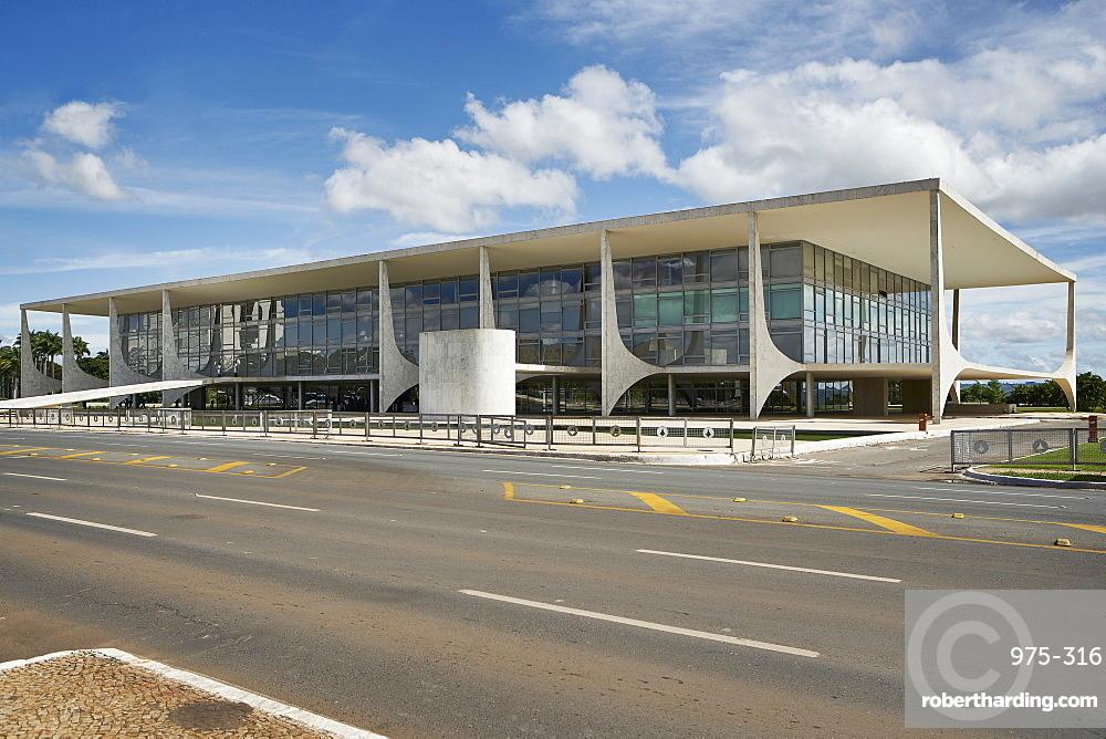 The Planalto Palace designed by Oscar Niemeyer in 1958, Brasilia, UNESCO World Heritage Site, Brazil, South America