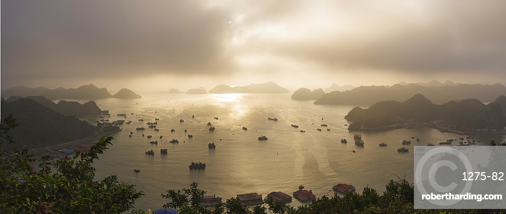 Sunset in Lan Ha Bay, Cat Ba Island, a typical Karst landscape in Vietnam