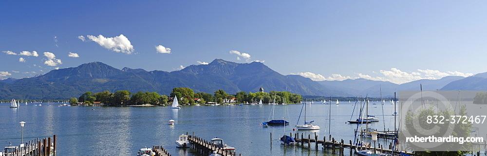 Sailing boats on Chiemsee Lake, Gstadt, Fraueninsel, Lady's Island, Upper Bavaria, Bavaria, Germany, Europe