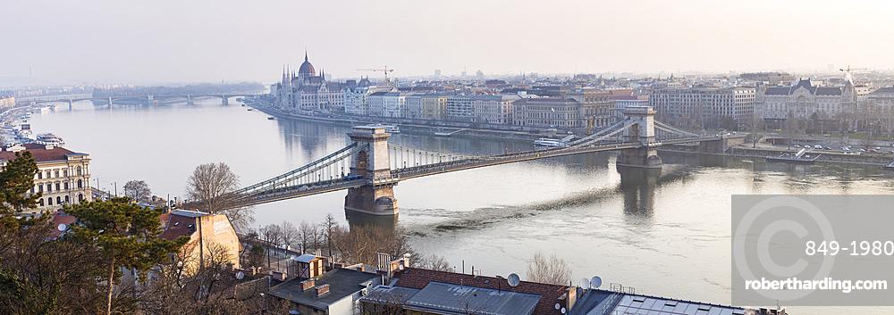 The Chain Bridge over the River Danube, UNESCO World Heritage Site, Budapest, Hungary, Europe