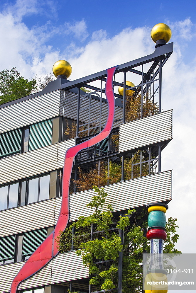 Fernwarme power plant, facade redesigned by eco-architect Friedensreich Hundertwasser, Spittelau, Vienna, Austria, Europe