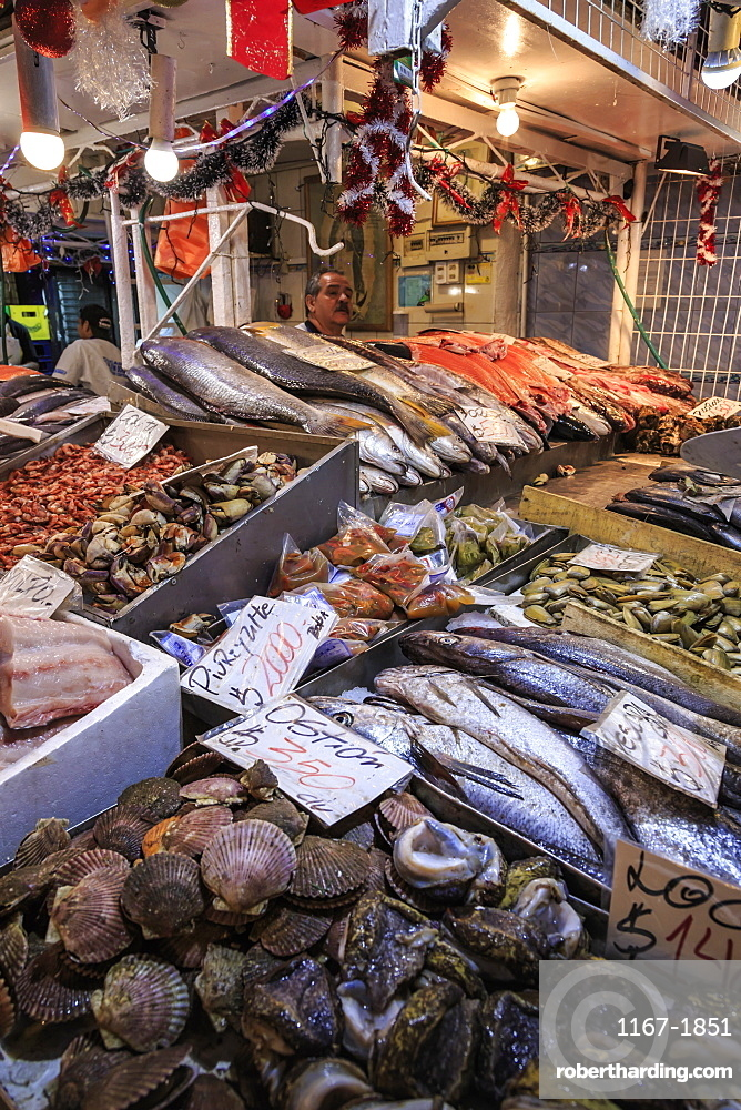 Attractive fresh fish stall, Mercado Central (Central Market), Santiago Centro, Santiago de Chile, Chile, South America