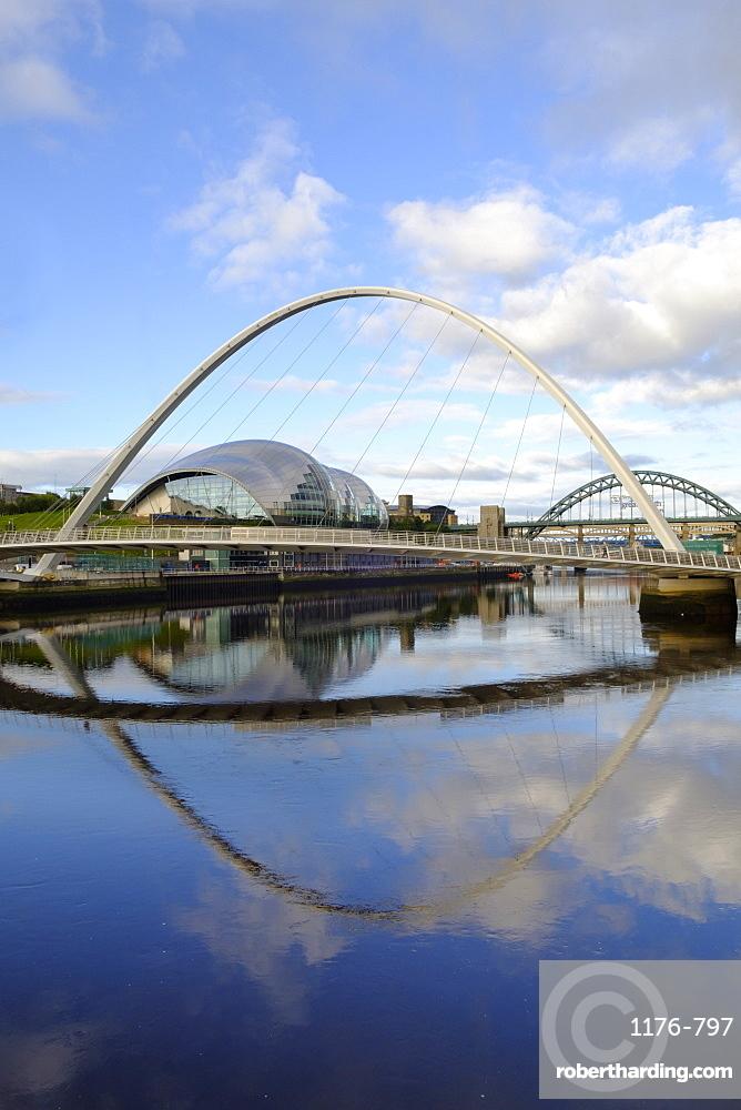 The Millennium Bridge, Tyne Bridge and Sage Gateshead Arts Centre, Gateshead, Newcastle-upon-Tyne, Tyne and Wear, England, United Kingdom, Europe