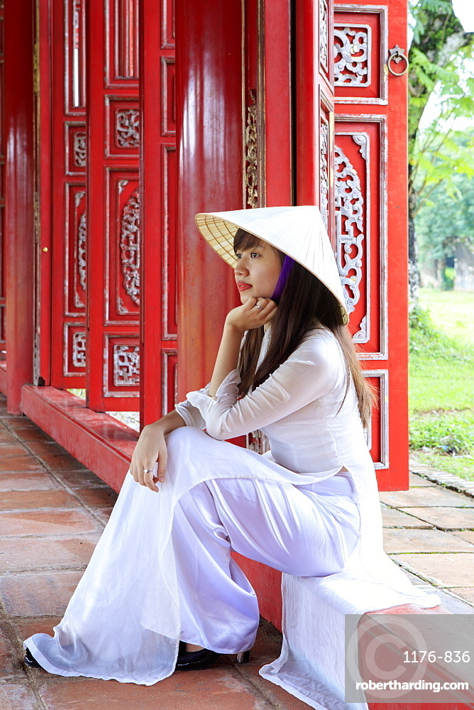 A woman in a traditional Ao Dai dress and Non La conical hat in the Forbidden Purple City of Hue, UNESCO World Heritage Site, Thua Thien Hue, Vietnam, Indochina, Southeast Asia, Asia