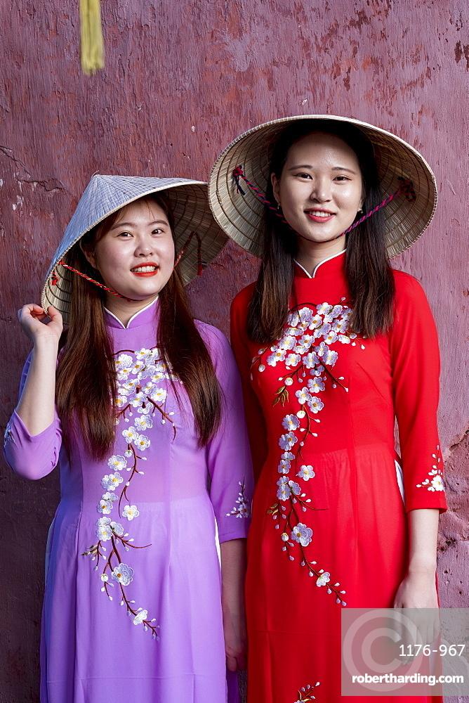 Young Vietnamese women wearing a traditional Ao Dai dress???;