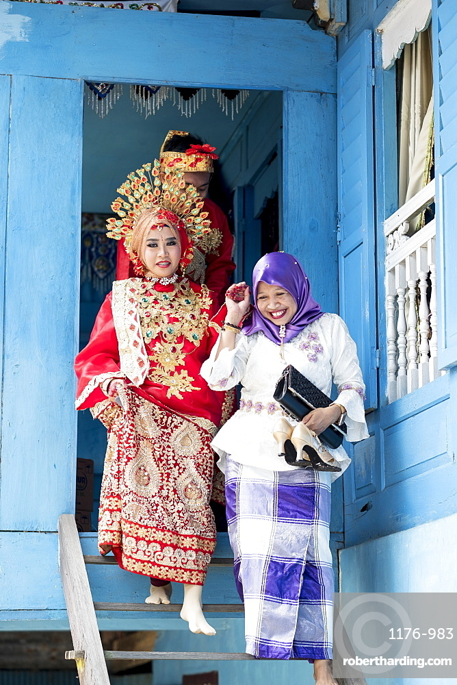 Asia, Indonesia, Sulawesi, Makassar, a bride at traditional Sulawesi wedding