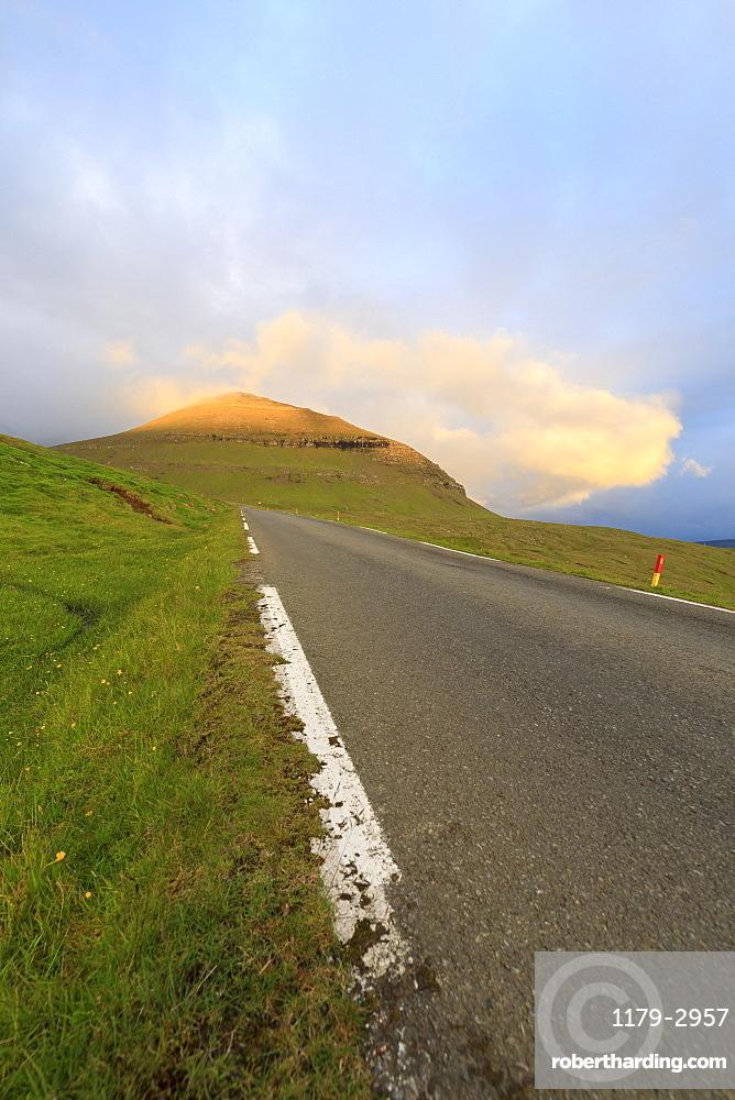 Road to Funningur, Eidi, Eysturoy Island, Faroe Islands, Denmark, Europe