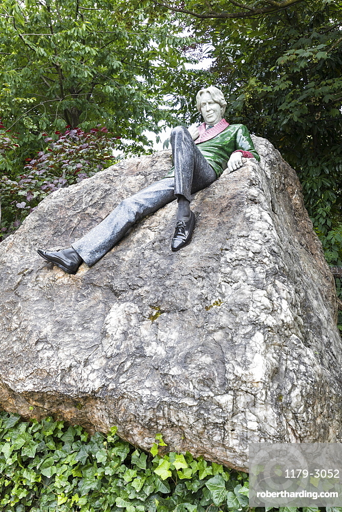Oscar Wilde Memorial statue, Dublin, Republic of Ireland, Europe