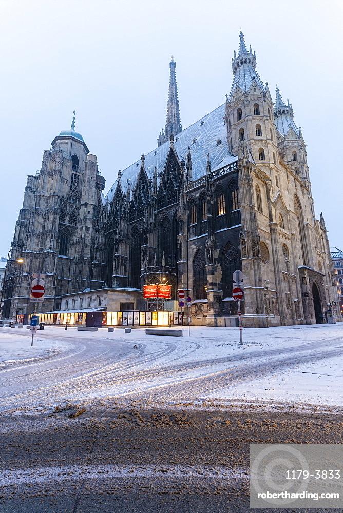 Snow around the gothic St. Stephen's Cathedral (Stephansdom), Vienna, Austria, Europe