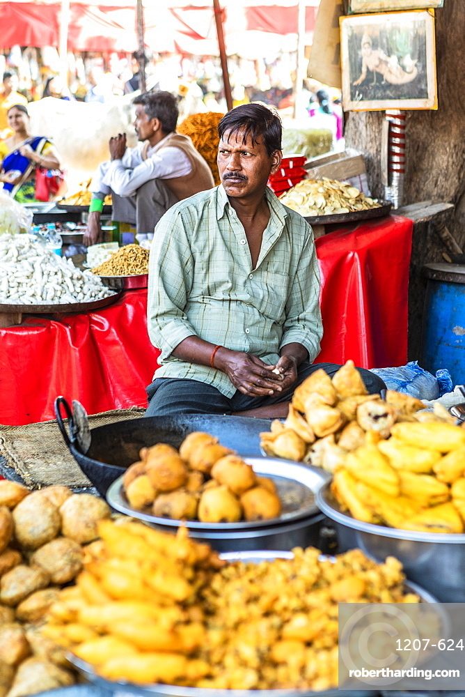 Steert food vendor at the Pushkar Camel fair, Pushkar, Rajasthan, India, Asia,