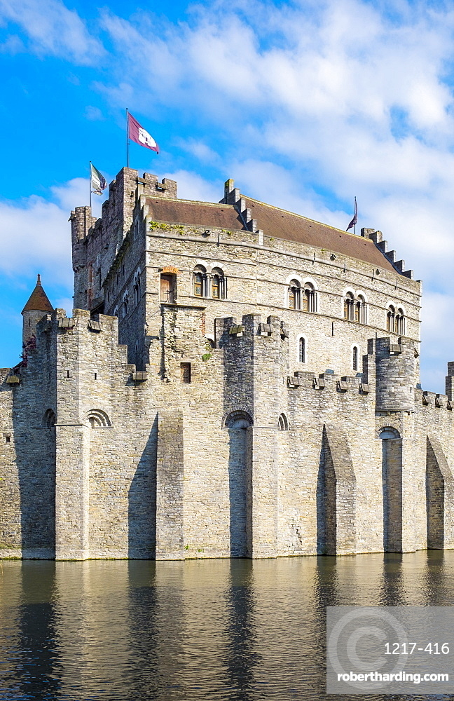 Het Gravensteen castle on the Leie River, Ghent, Flanders (Vlaanderen), Belgium, Europe