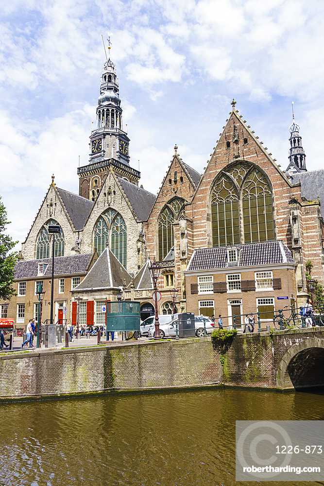 Oude Kerk, Old Church, the oldest building oin the city dates from 1306, Amsterdam, Netherlands