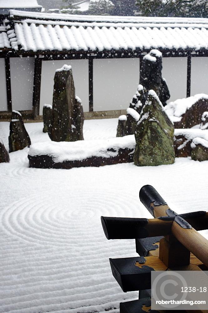 Snowy day in Tofuku-ji Temple rock garden, Kyoto, Japan, Asia