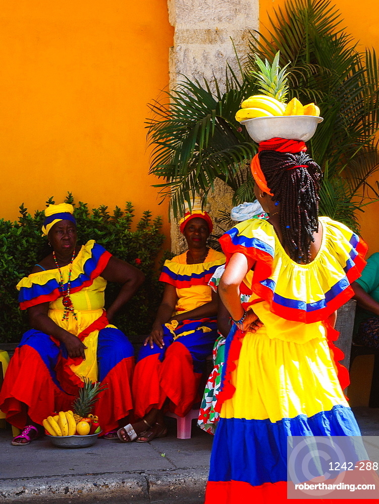 Palenqueras (fruit sellers), Old Town, Cartagena, Colombia, South America