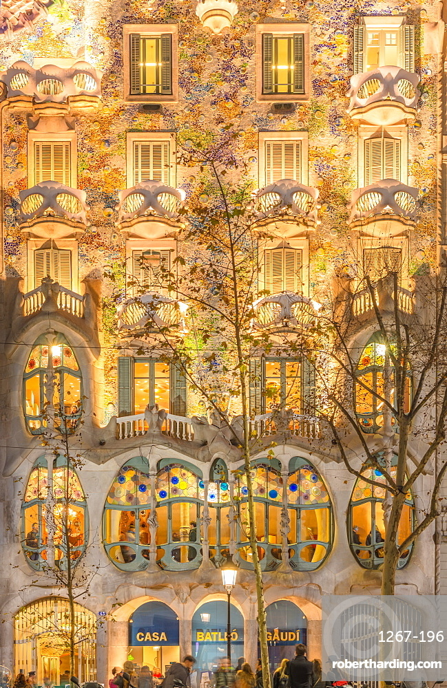 Casa Batllo, modernist architecture by Antoni Gaudi, UNESCO World Heritage Site, Paseo de Gracia Avenue, Barcelona, Catalonia, Spain, Europe