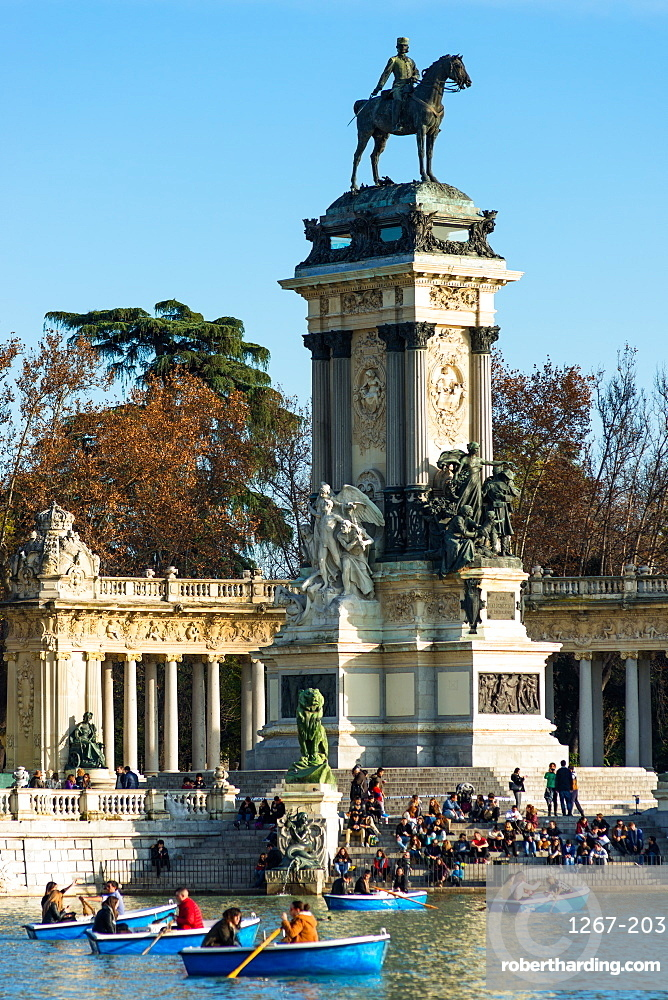 King Alfonso XII memorial, Estanque Lake, Retiro Park, Madrid, Spain.