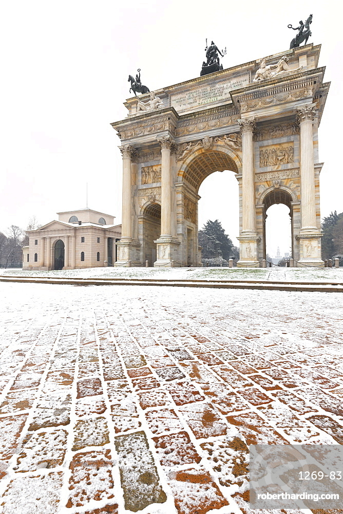 Arch of Peace after a snowfall, Milan, Lombardy, Northern Italy, Italy, Europe