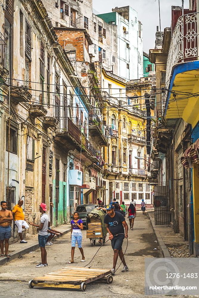 Busy street in La Habana, Havana, Cuba, West Indies, Caribbean, Central America