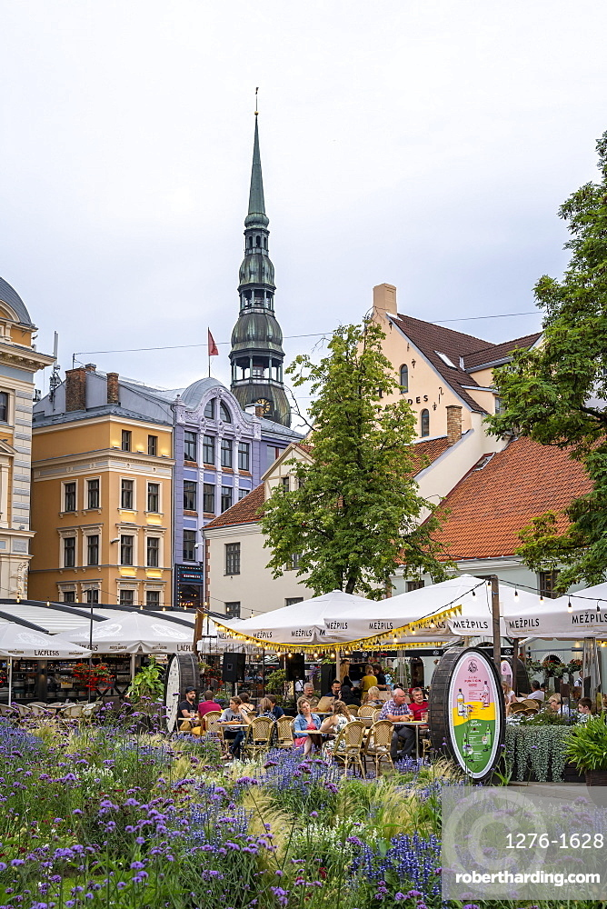 Livu Square and St. Peter's Church, UNESCO World Heritage Site, Riga, Latvia, Europe