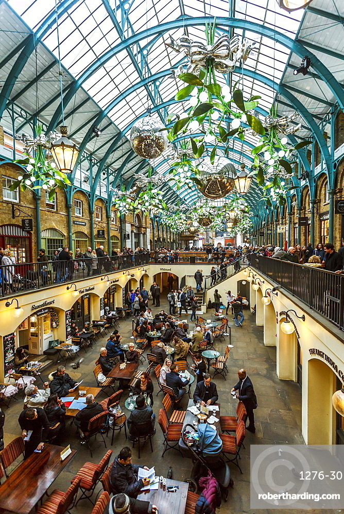 Apple Market at Christmas, Covent Garden, London, England, United Kingdom, Europe