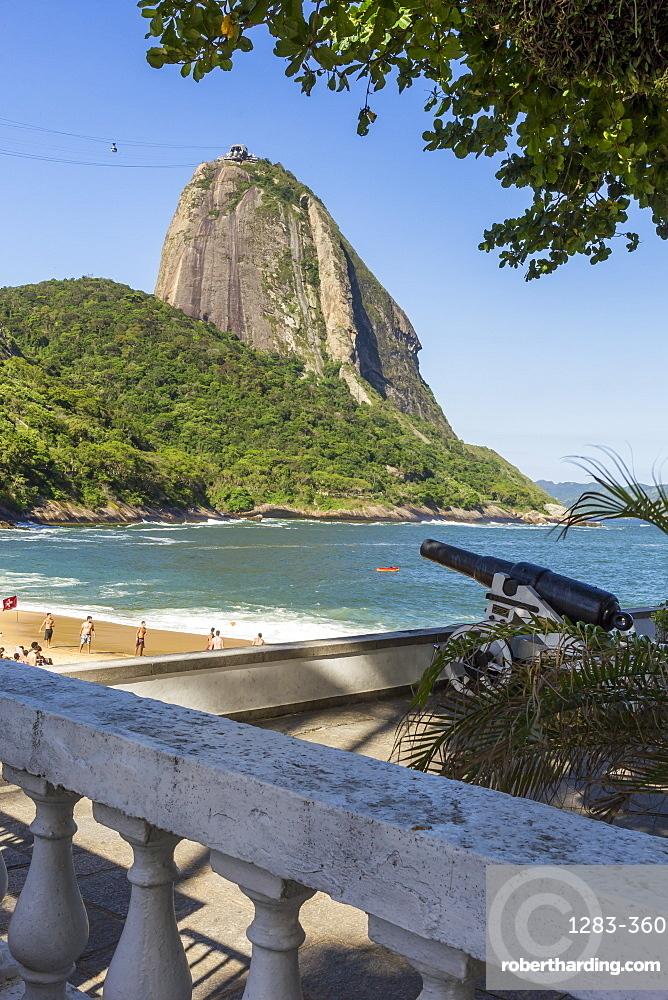 View from Praia Vermelha (Red Beach) to the Sugarloaf Mountain, Rio de Janeiro, Brazil, South America
