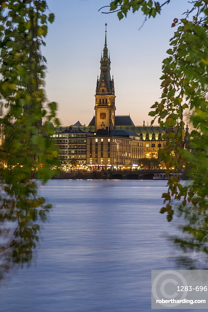 View from the Inner Alster (Binnenalster) to the illuminated town hall at dusk, Hamburg, Germany, Europe