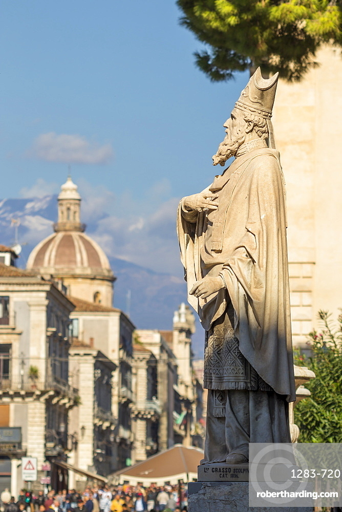 Fav?ades of the buildings at Via Etnea with view to Mount Etna in the background, Catania, Sicily, Italy, Europe