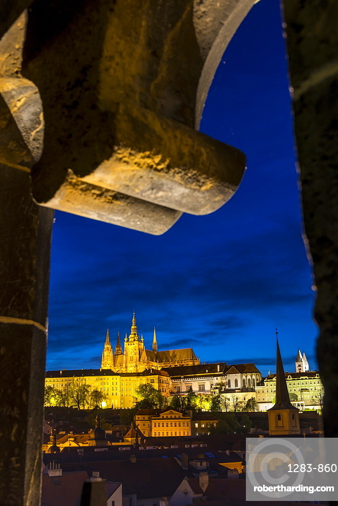 View from the Mala Strana Bridge Tower to Prague Castle and St. Vitus Cathedral at dusk, Prague, Bohemia, Czech Republic, Europe