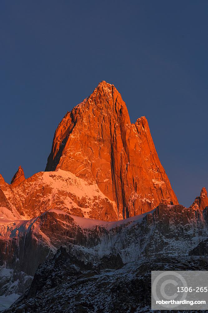 Fitz Roy bathed in morning sun, Los Glaciares National Park, El Chaltén, Santa Cruz Province, Patagonia,