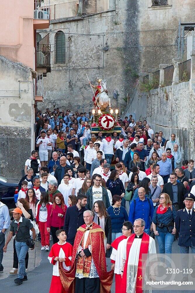 Procession to mark the Festival of San Giorgio bearing the mounted figure of St George into Ragusa Ibla, Ragusa, Sicily, Italy