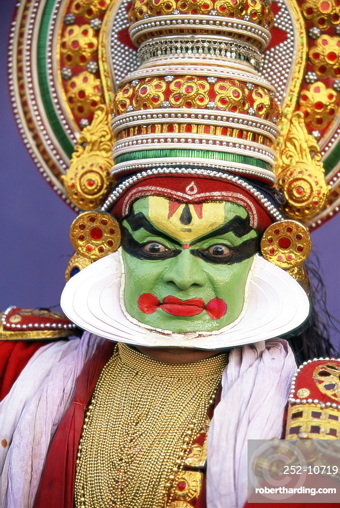 Portrait of a Kathakali dance performer, Kochi (Cochin), Kerala state, India, Asia