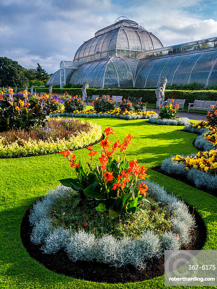 Palm House in Kew Gardens, Royal Botanic Gardens, UNESCO World Heritage Site, Kew, Greater London, England, United Kingdom, Europe