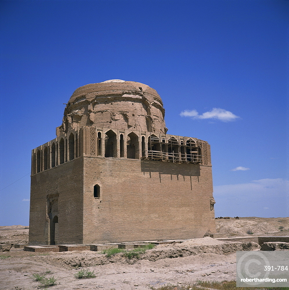 The mausoleum of Sultan Sandjar, 1140-50, in Old Merv, UNESCO World Heritage Site, Turkmenia, Central Asia, Asia
