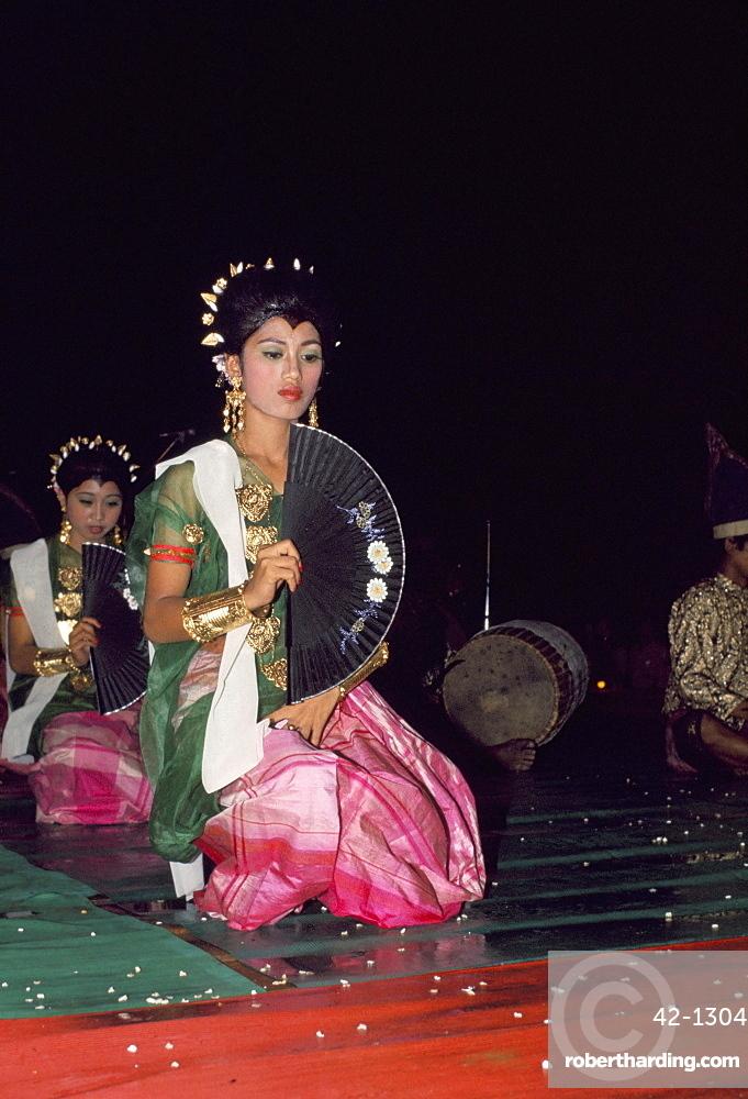 Dancers at folk festival, Wakassar, southern Sulawesi, Indonesia, Southeast Asia, Asia