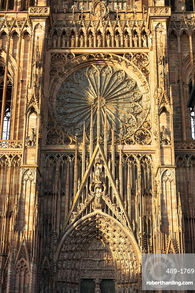 Rose Window, West Front, Strasbourg Cathedral, UNESCO World Heritage Site, Strasbourg, Alsace, France, Europe