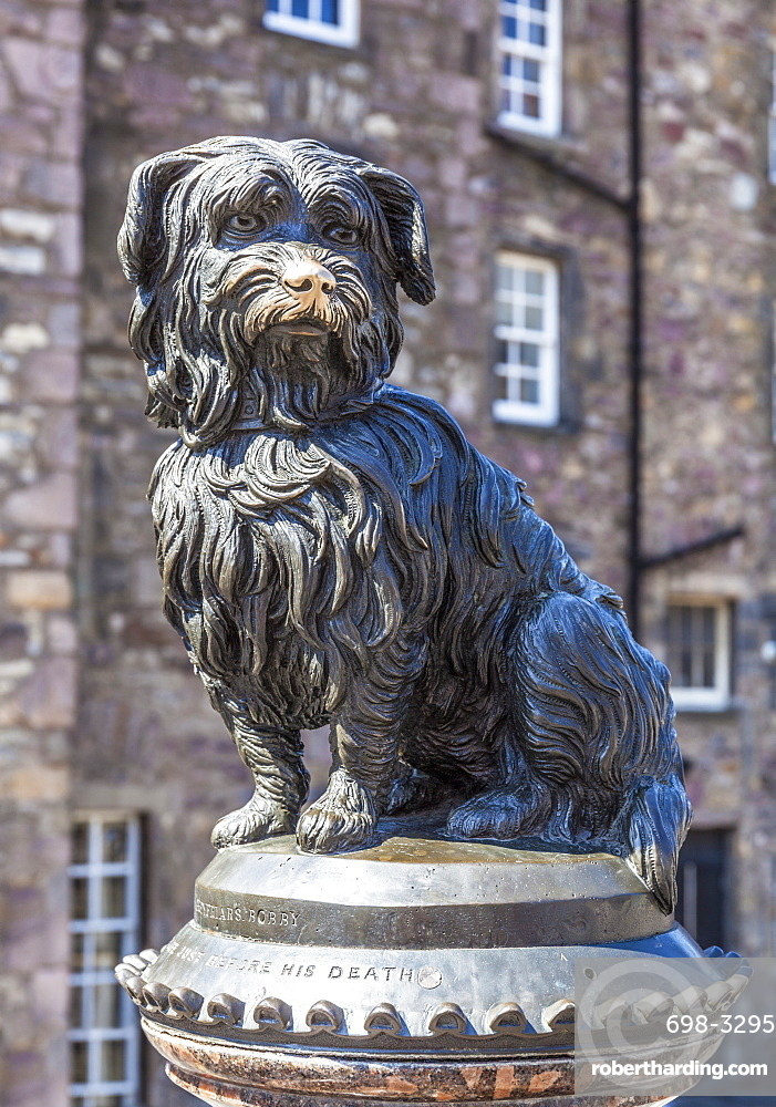 Greyfriars Bobby Memorial statue, Candlemakers Row, Edinburgh Old Town, Edinburgh, Midlothian, Scotland, United Kingdom, Europe
