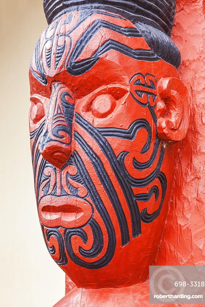 Maori carving with facial tattoos, Wahiao, Whakarewarewa thermal village, Rotorua, North Island, New Zealand, Pacific