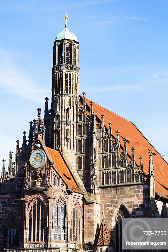 Christmas market in Market Square, Frauenkirche (Church of Our Lady), Nuremberg (Nurnberg), Franconia, Bavaria, Germany, Europe