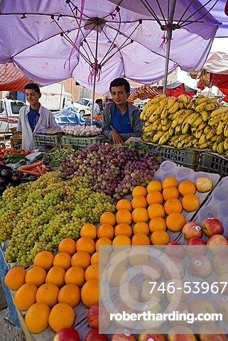Fruit market, Al Gatan, Shibam outskirts, Yemen, Middle East