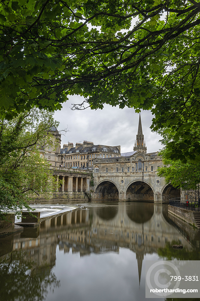 Pulteney Bridge reflected in the River Avon, Bath, UNESCO World Heritage Site, Somerset, England, United Kingdom, Europe