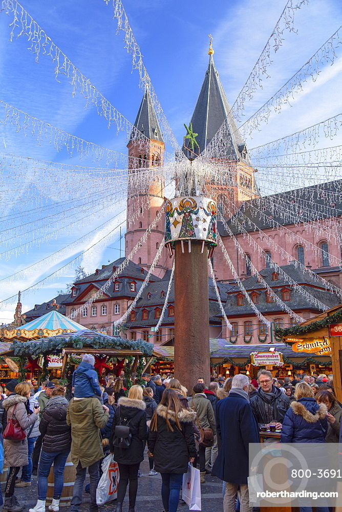 Christmas Market and Mainz Cathedral, Mainz, Rhineland-Palatinate, Germany