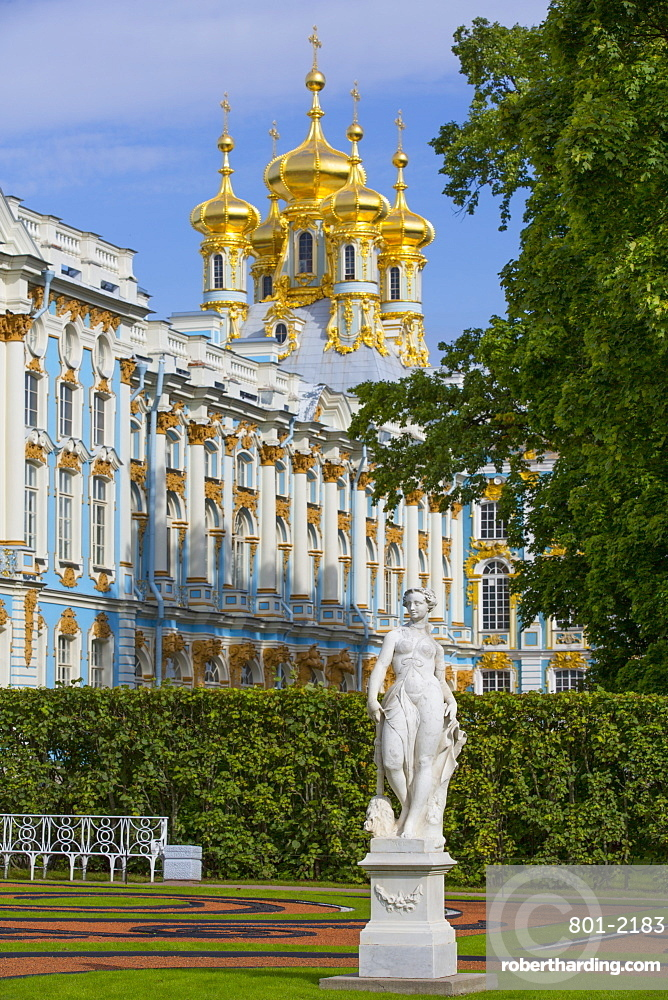 Garden statue, Catherine Palace in the background, Tsarskoe Selo, Pushkin, UNESCO World Heritage Site, Russia, Europe