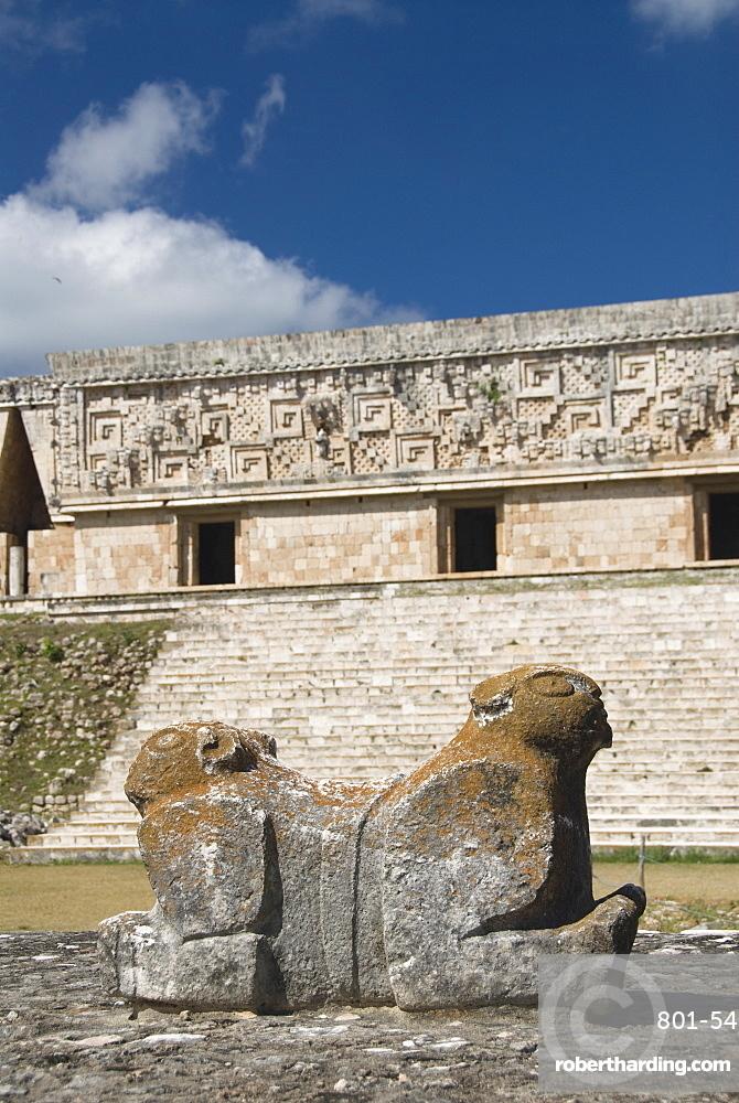 Mayan jaguar sculpture in front of the Palacio del Gobernador (Governor's Palace), Uxmal, UNESCO World Heritage Site, Yucatan, Mexico, North America